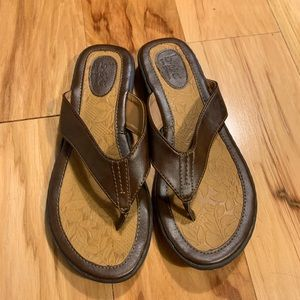 b.o.c. Brown leather flip flops. Size 9
